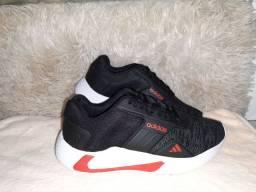 Tênis Adidas novo na caixa cor preto/vermelho