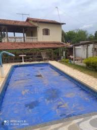 Linda casa de campo em Mateus Leme troco por apt em BH, base R$250.000