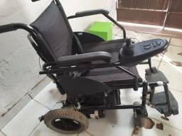 Cadeira de rodas seme nova motorizada 4.000