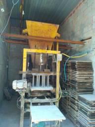 Máquina de fazer blocos completa.