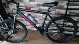 Bicicleta roubada hoje/arrimbaram portão e levaram