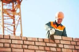 Fazemos serviços de pedreiro e carpinteiro