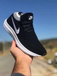 Tênis Nike novo na caixa cor preto