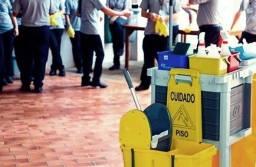Título do anúncio: Auxiliar de limpeza  com treinamento no local