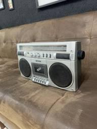 Rádio sanyo relíquia funcionando