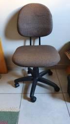 Cadeira Escritório c/ Regulagem Altura