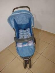 Carrinho de bebê usado , só fica na posição deitado. $149.