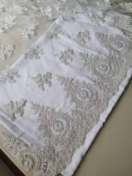 Renda bordada a mão para vestido de noiva
