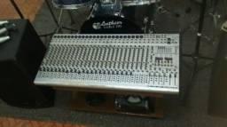 Mesa de som beringher 32 canais