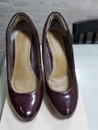 Sapatos femininos marca Crysalis, tamanho 37