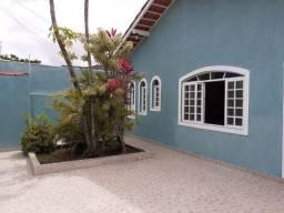 Casa com 03 dormitórios, edicula no Jardim Peruíbe, em Peruibe