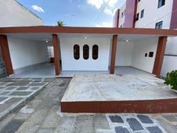 Vendo Bela Casa no Bairro Universitário com 04 Quartos - Imperdível