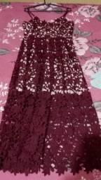 Vestido de renda bordô