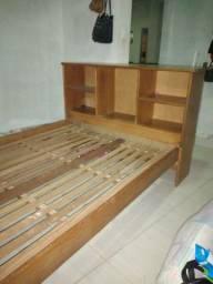 Cama de madeira R$700
