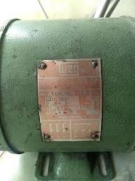 Motor trifásico 0,5 CV Weg