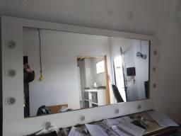 Espelho com moldura tipo camarim