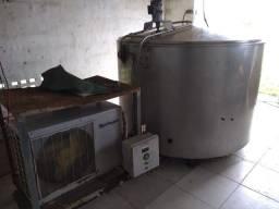 Tanque Resfriador de Leite e ordenhadeira