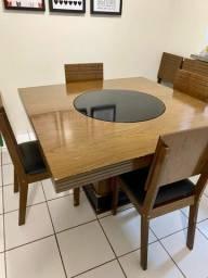 Mesa com tampo giratório e 4 cadeiras
