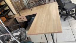 Mesa em L pé de ferro