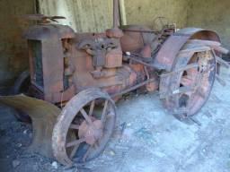 Trator Case antigo rodas de ferro