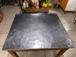 Vendo mesa de inox com pés de madeira