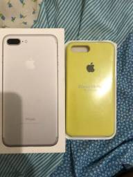 Caixa de iPhone 7 Plus e capa semi nova