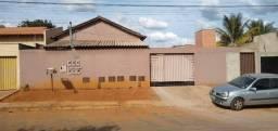 Vendo casa grande com 3 barracões no setor Serra Dourada 3