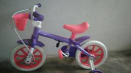 Bicicleta infantil e tablet