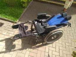 Cadeira de roda e cadeira de bamho
