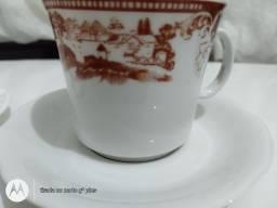 Duas xícaras de porcelana antigo