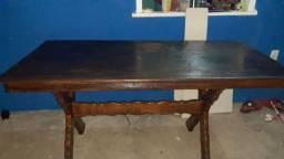 Vendo está mesa de madeira