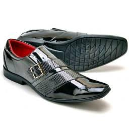 Sapatos social clássico de couro e verniz!