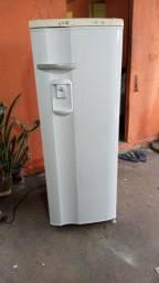 Vendo está linda geladeira Electrolux 280 litros