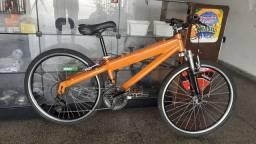 Bicicleta reformada com suspensão de alumínio
