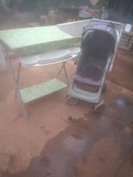 Carrinho de bebê e suporte de banheira