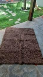 Vendo tapete marrom bem cobservado