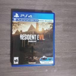 Jogo Resident evil 7 PS4 (semi novo)