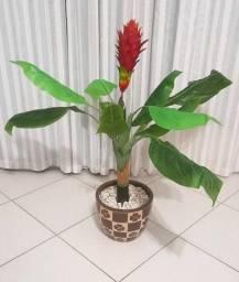 Vaso de chão com planta artificial