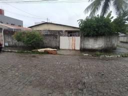 COD C-34 Casa em Mangabeira II 4 quartos bem localizada
