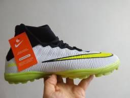 Chuteira Nike botinha society