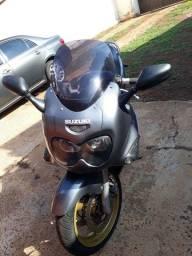 Moto suzuki GSXF 750