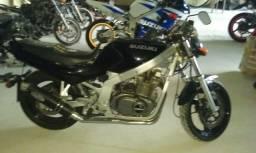 Sucata de moto para retirada de peças Suzuki GS 500 1997/1999