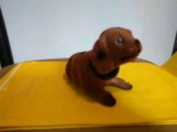Brinquedo ou enfeite de cachorrinho com cabeça móvel