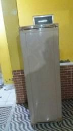 Vendo uma geladeira coservada nao abaixo vem de zap *