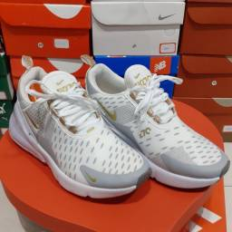 Tênis Nike Air 270 branco dourado cor exclusiva