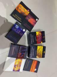 Vendo 12 livros deixados para trás