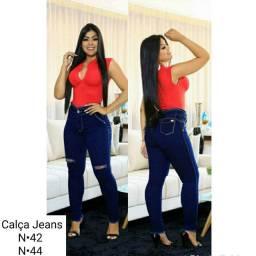 Calças Jeans Disponíveis Confira os tamanhos nas fotos.