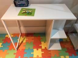 Escrivaninha / mesa de estudos infantil