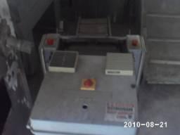 Maquina de tirar pele de pescados (Skiner)