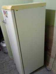 Geladeira Electrolux 270 lt super conservada gelando perfeitamente